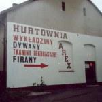 Hurtownia w zdewastowanym budynku synagogi (1997 r.)